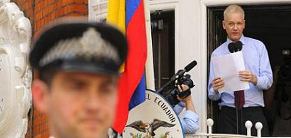 20120822064143-assange-ecuadoredit.jpg